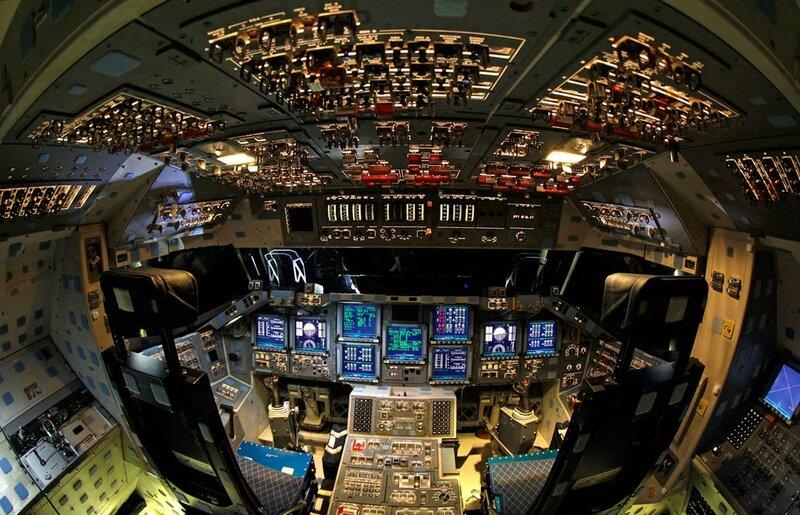 Endeavour-Shuttle-Cockpit