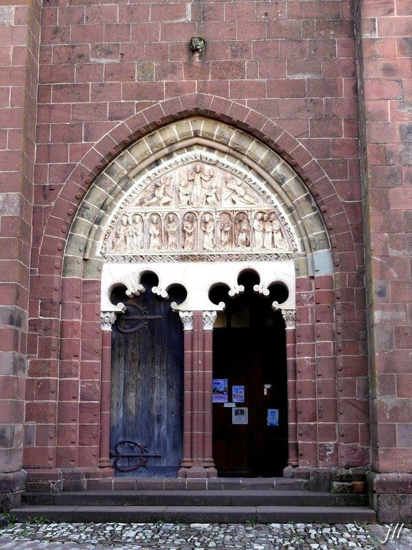 P1010842 Tympan du portail de l'église