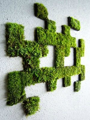 space-invader-graffiti-vegetal