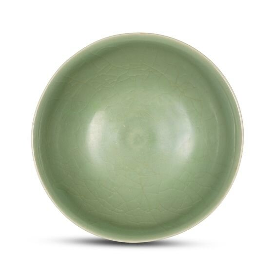 A Longquan celadon rounded bowl, Yuan dynasty (1279-1368)