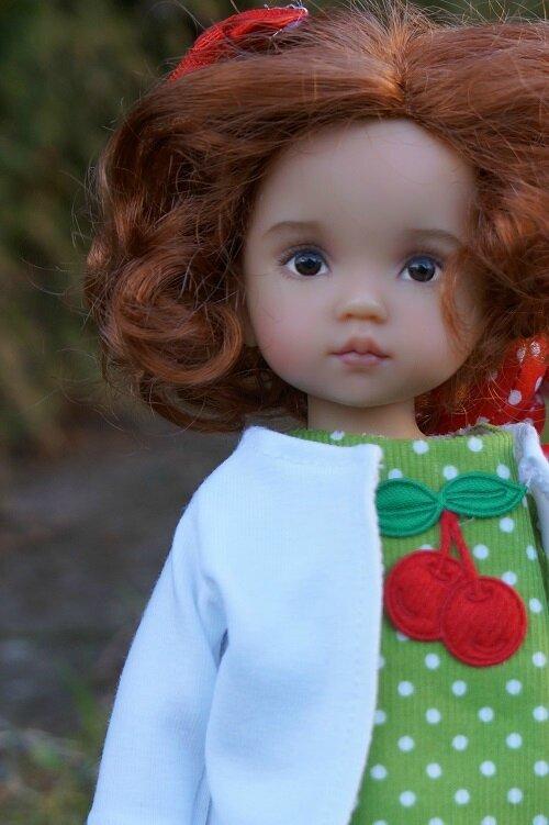 Marie , Boneka de Lana Dobbs , petite miss cerise !