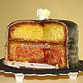 Gâteau chapeau fleurs coupé