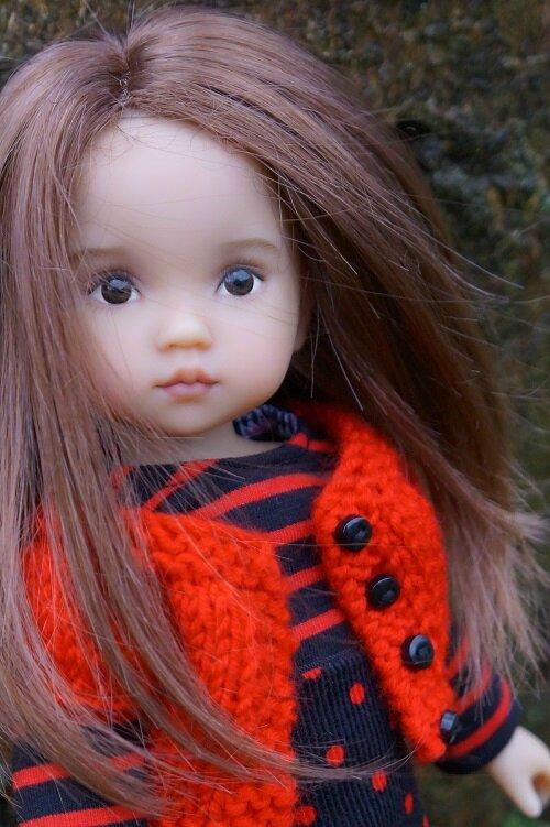 Une petite Boneka en rouge et noir !