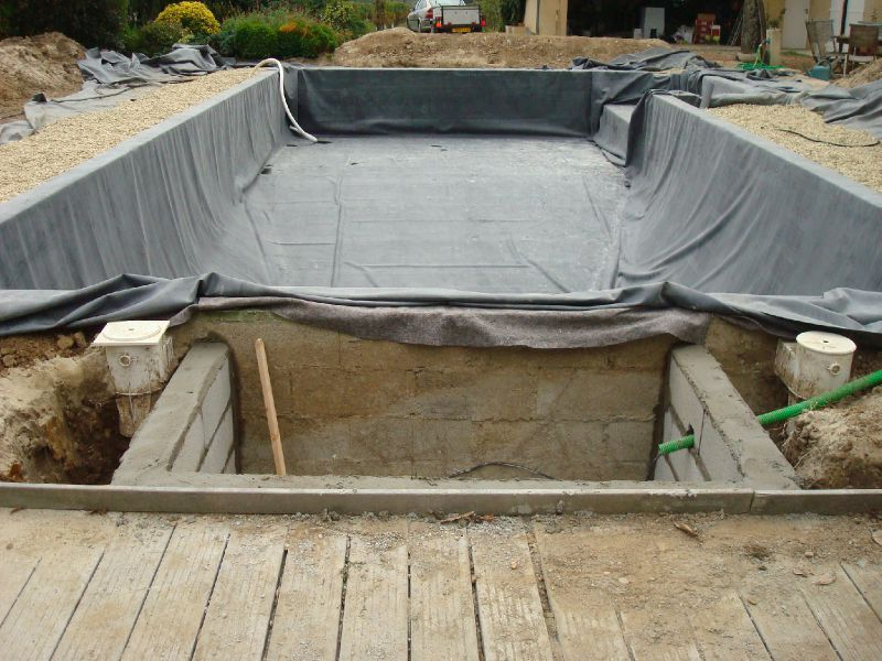 R aliser sa piscine naturelle for Construire un local technique pour piscine en parpaing