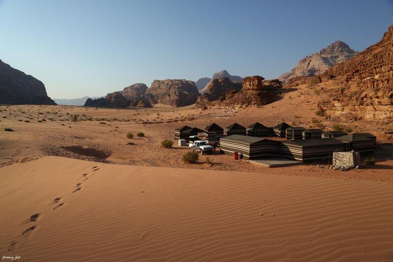 camp bedouin dune lever du soleil