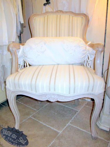 Jolie paire de fauteuils ,style louis xv pour un charmant coin salon