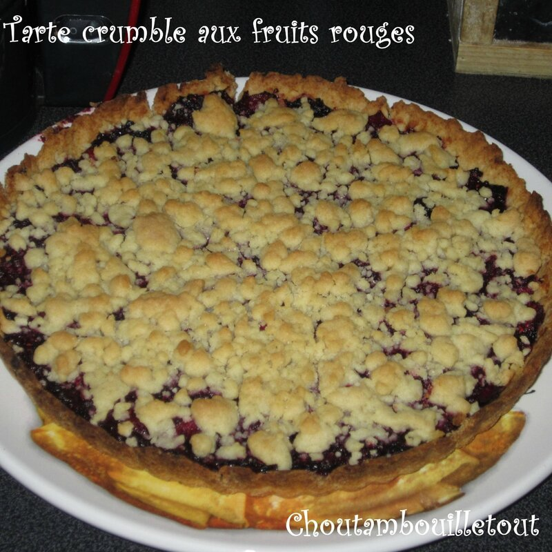 tarte crumble aux fruits rouges choutambouilletout. Black Bedroom Furniture Sets. Home Design Ideas