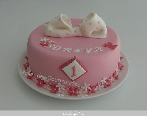 gâteau rose pour soreya, deco en pâte à sucre - atelier des