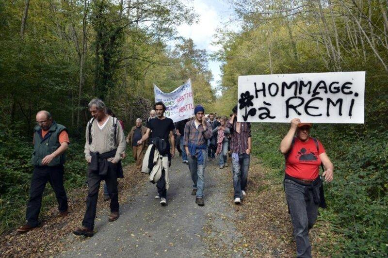 838940-des-soutiens-de-remi-fraisse-tue-en-2014-sur-le-site-du-barrage-de-sivens-dans-le-tarn-manifestent-a