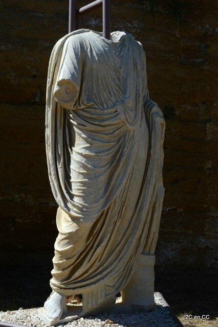 statue d'un personnage revêtu de la toge - Vallée des Temples - Agrigente - Sicile