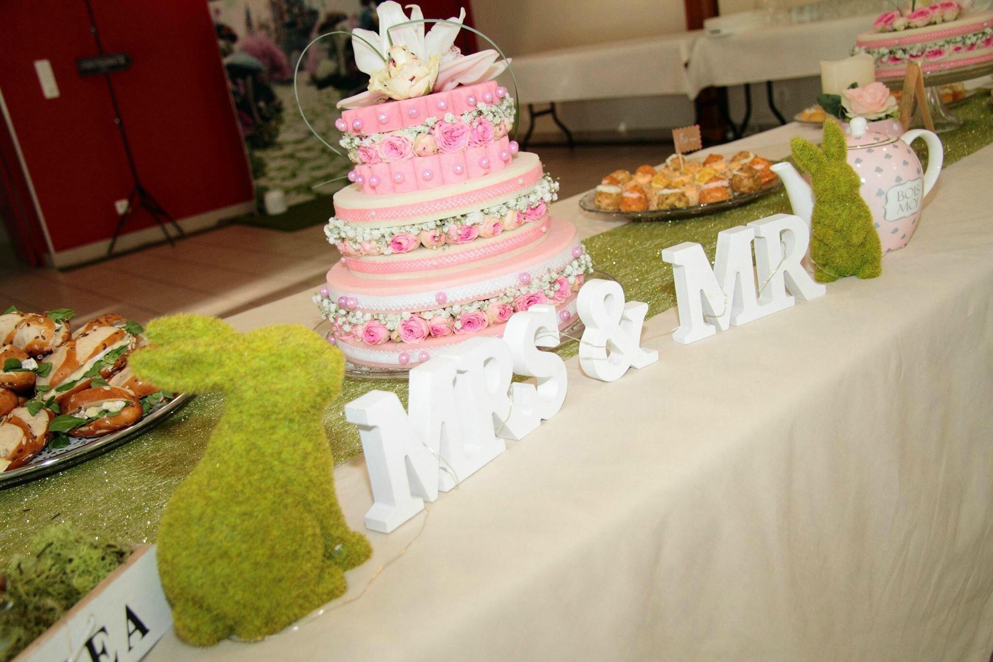 Gateau Alice Aux Pays Des Merveilles avec inspiration mariage: alice au pays des merveilles - pompon cerise