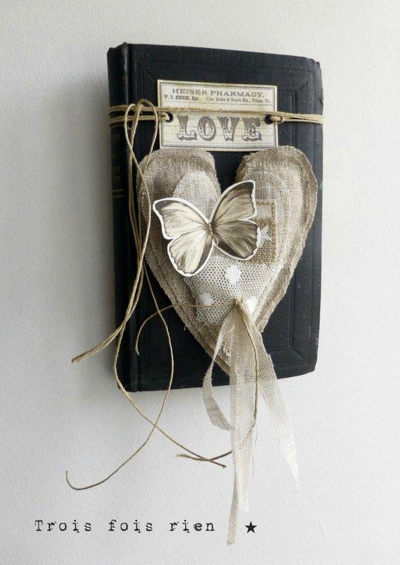 Coeur Saint Valentin N°2 Livre ancien, coeur tissu (1)