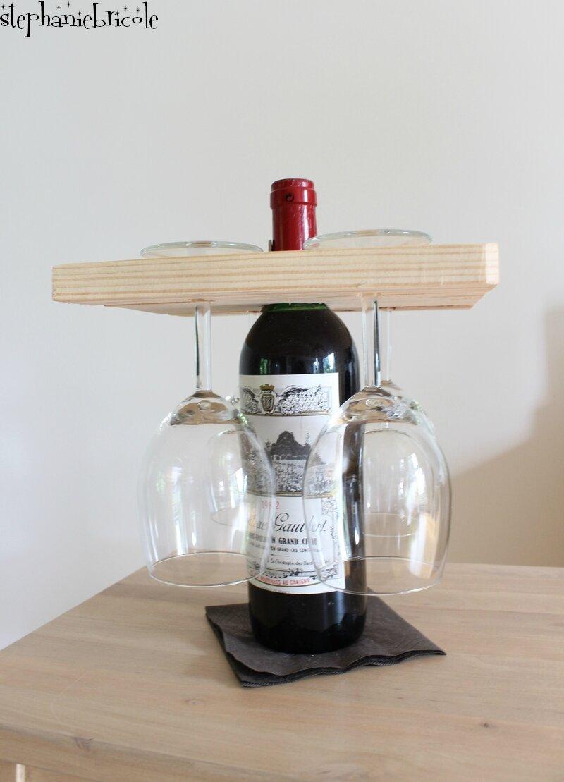 Idée DIY pour la fêtes des pères : porte verres sur une bouteille de vin