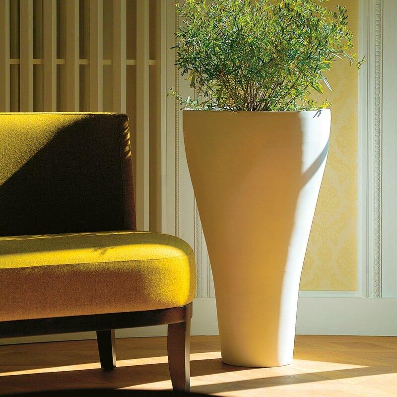 le-conique-jardiniere-pot-de-fleurs-en-fiberstone