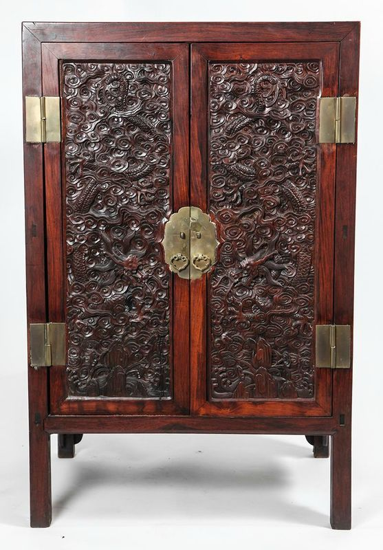 Chinese huanghuali and hongmu cabinet with carved dragon for Cabinet chinois meuble