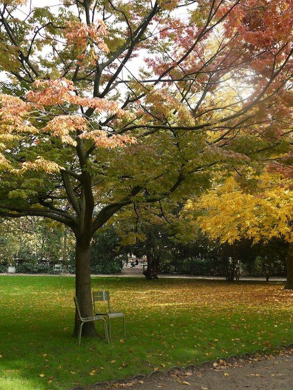 Jardin du Luxembourg Paris 2 chaises