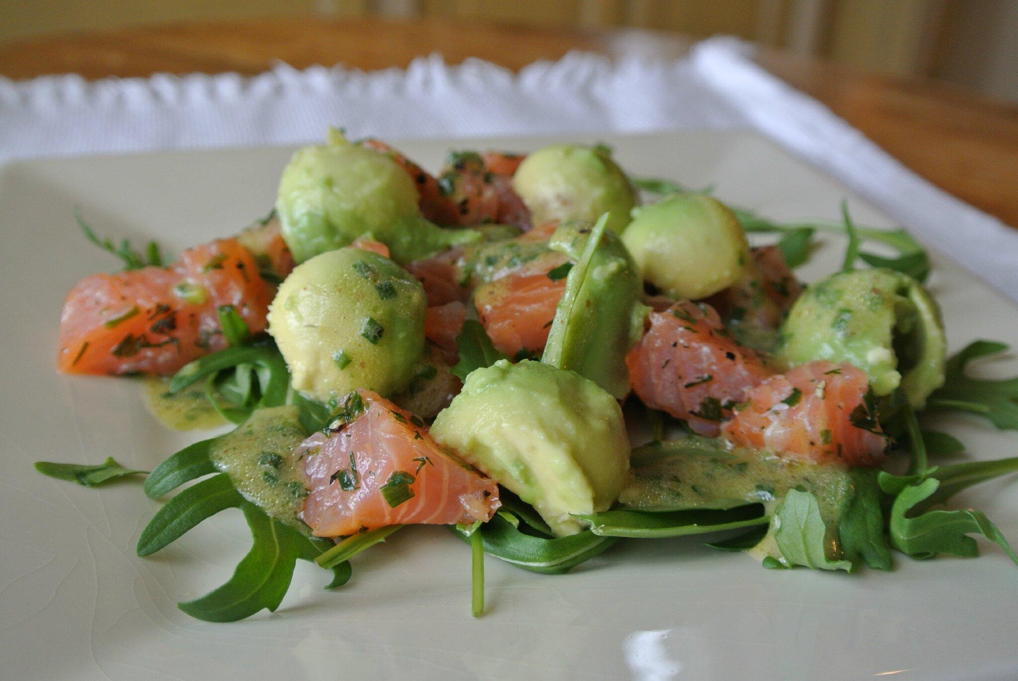 Salade d 39 avocat au saumon dans la cuisine de fabienne - Comment presenter des crevettes en entree ...
