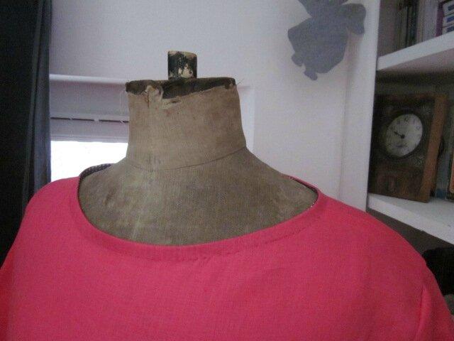 Robe RAYMONDE en lin fushia - taille 38 - version sous le genou et manches courtes (4)