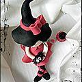 { exercice de modelage } halloween - petite sorcière en pâte à sucre, son sac citrouille et son araignée.