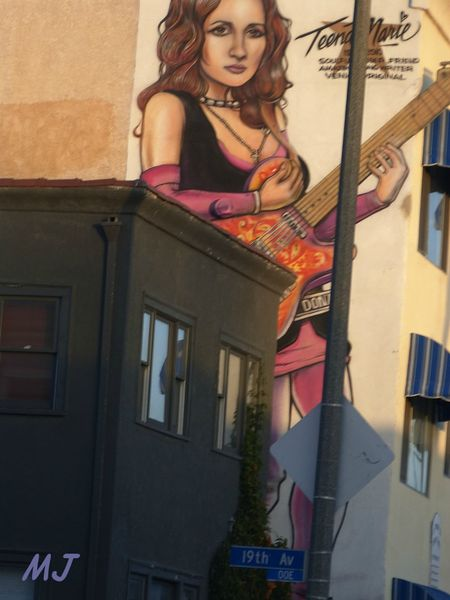 FRESQUE GUITAR GIRL