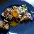 Courgettes et tomates, coriandre fraîche, feta,