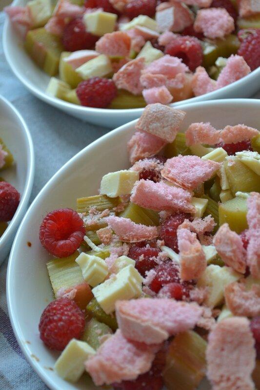 Gratin de fruits, rhubarbe, framb, choc blanc, bisc rose (7)