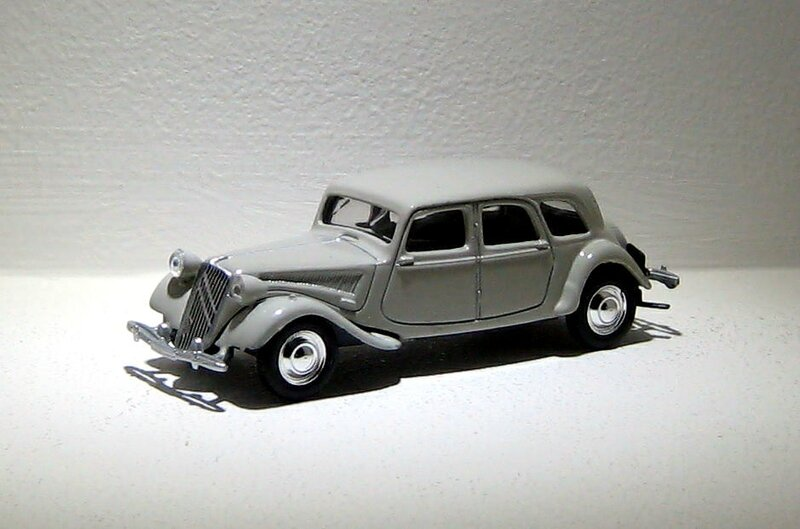 Citroen traction 15-6 familiale Norev 01