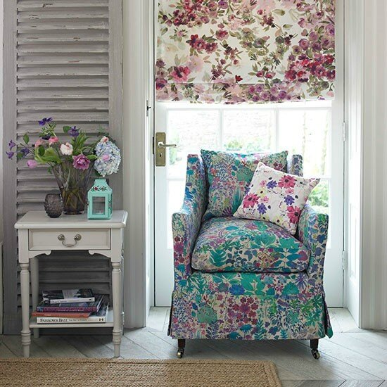 Pretty-floral-living-room