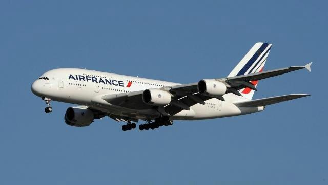 un-avion-escorte-laeroport-kennedy-apres-une-menace