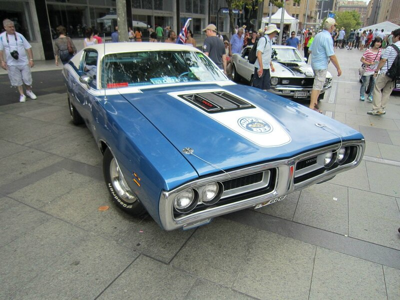 Dodge_Charger_Super_Bee_(15874678678)