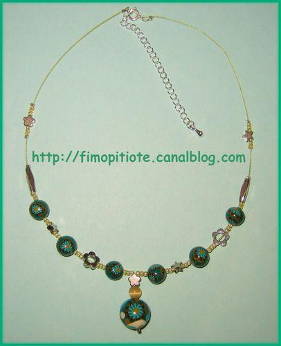 collier fleurs et étoiles