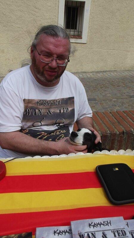 DSCF0304 Kamash et Avi, sa chienne, (OXYMORON Editions) Sant Jordi ELNE