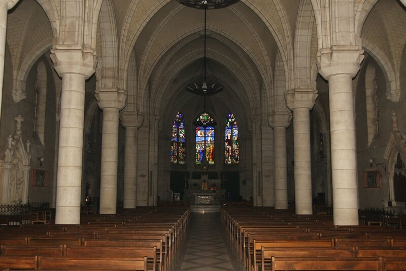 Eglise Saint-Maurice de Châtillon-sur-Loire, la nef centrale et le choeur, vus de l'Ouest. (Photo A. Estienne)