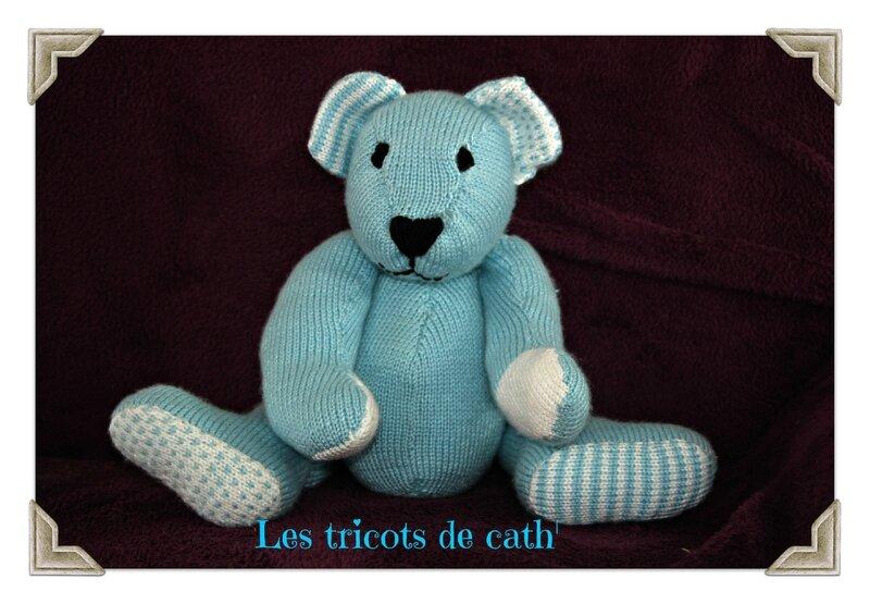 ours bleu de face