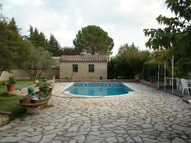 Villa provence cavaillon robion coustellet luberon for Local technique piscine vide sanitaire