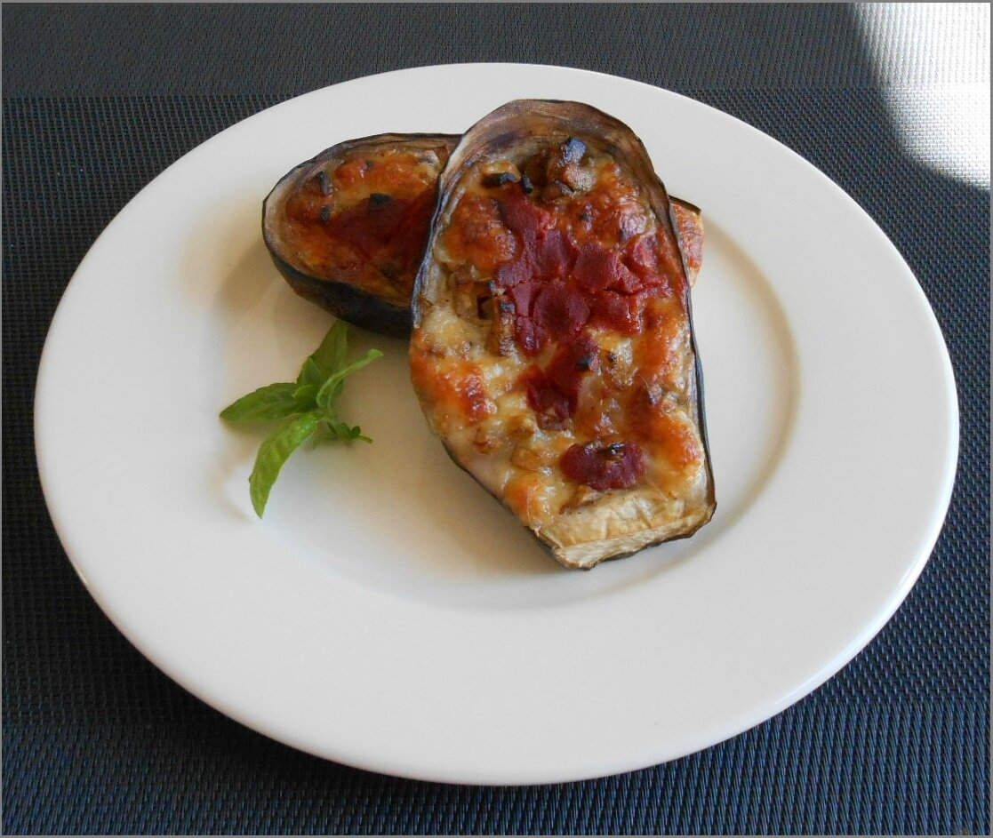 Aubergine farcie a la mozzarelle hepirite cuisine for Interieur aubergine