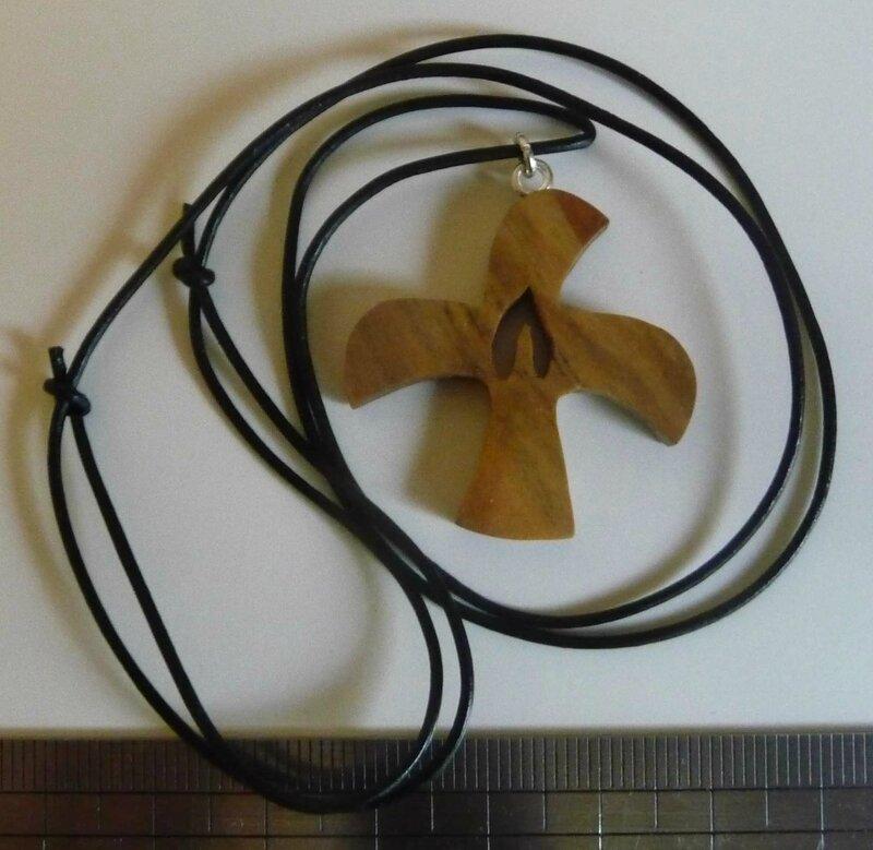collier croix de taizé flamme