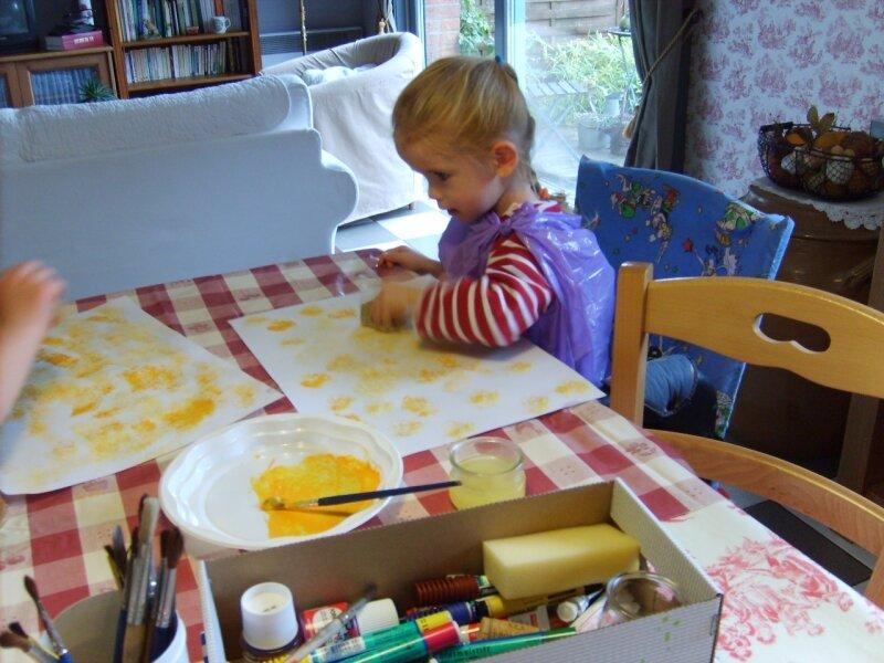 Peinture d 39 automne l 39 ponge photo de les ateliers du mercredi nos enfants ne sont pas nos - Peinture a l eponge ...