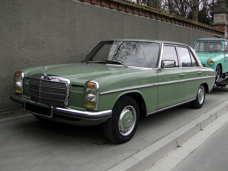 mercedes benz 240d w115 1974 1977 oldiesfan67 mon blog auto. Black Bedroom Furniture Sets. Home Design Ideas