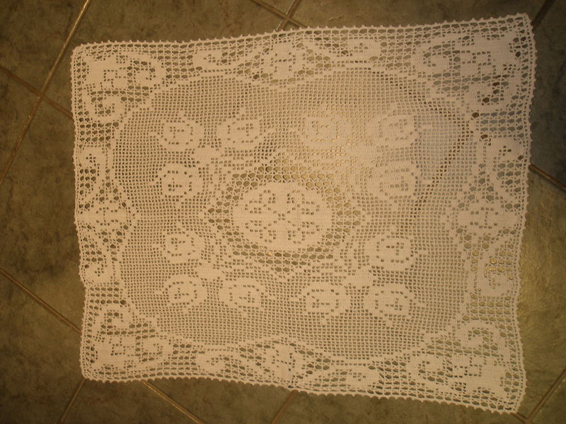 Nappe au crochet streisselhochtzeit for Nappe pour table basse