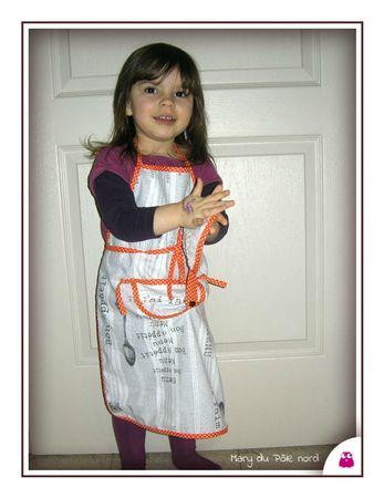 PH2013_02_06-006-tablier-bon-appetit-menu-enfant-fille-garcon-mixte-tablier-fait-main-cuisinier-chef-en-herbe-cuistot-biais-pois-blanc-gris-orange-serviette-eponge