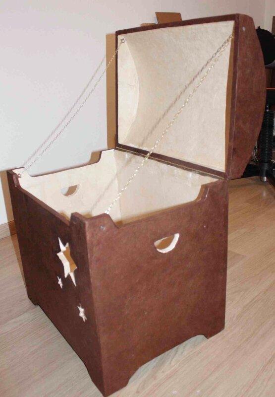 Coffre en carton ouvert