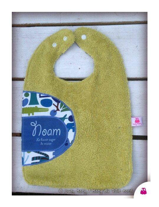 IMG_6379-NOAM-owly-mary-du-pole-nord-bavoir-garcon-mixte-bebe-bavette-animaux-animal-bleu-vert-anis-prenom-personnalise
