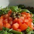 Salade de haricots verts, tomates, olives et câpres