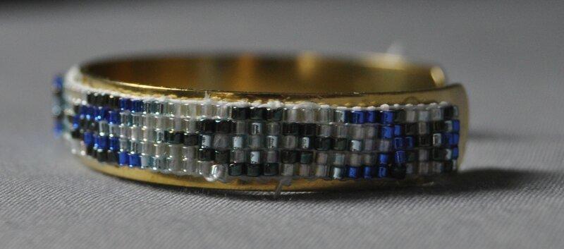 bracelet tissé en perles terminé