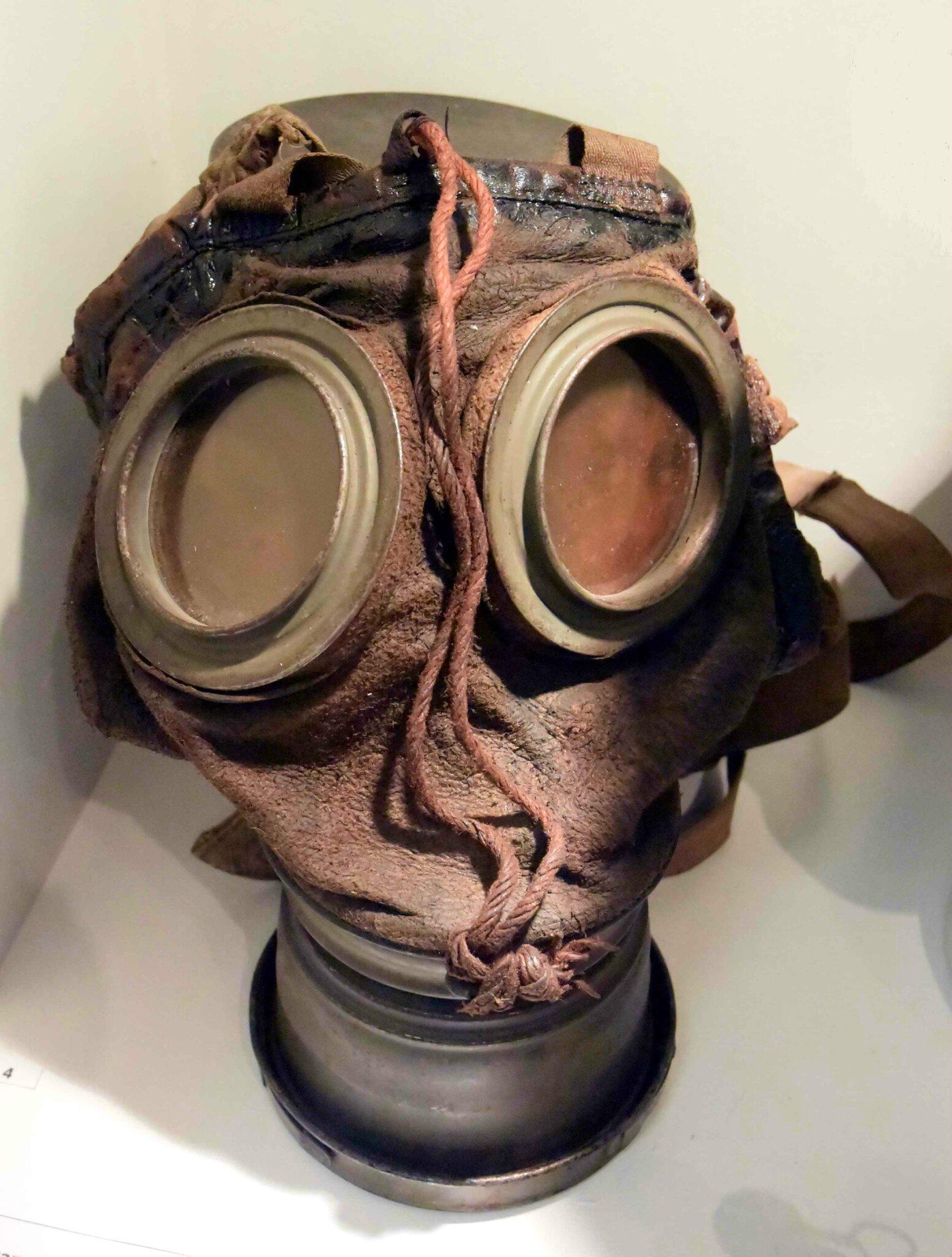 Guerre des gaz, du chlore via le phosgène à l'ypérite (gaz moutarde)