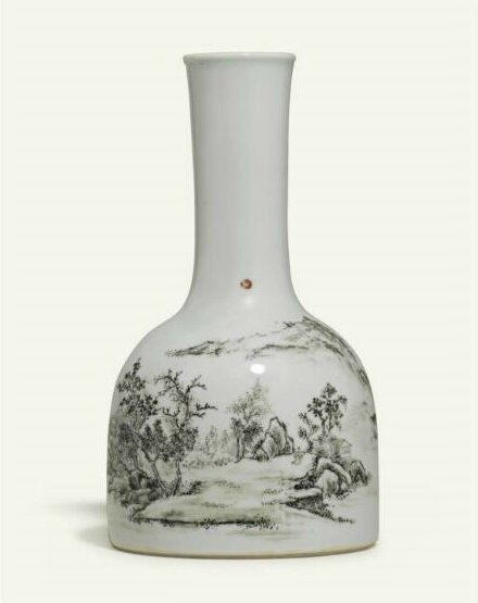 A rare grisaille-decorated 'mallet' vase, Yongzheng period (1723-1735)