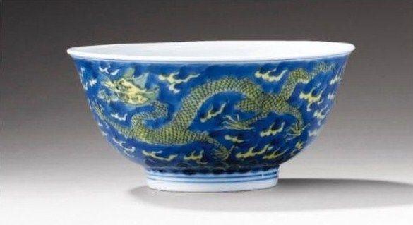bol en porcelaine d cor bleu sous couverte et jaune chine dynastie qing marque et epoque. Black Bedroom Furniture Sets. Home Design Ideas