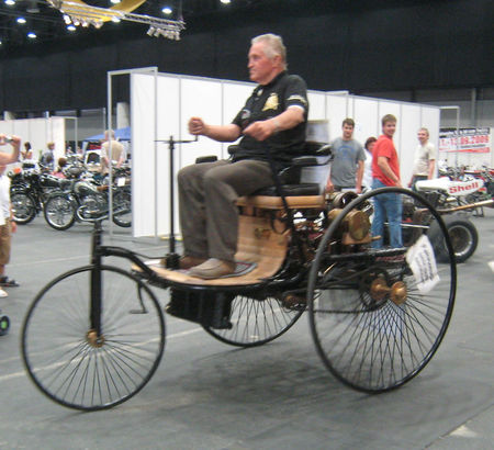 Benz_patent_motorwagon_1886_01