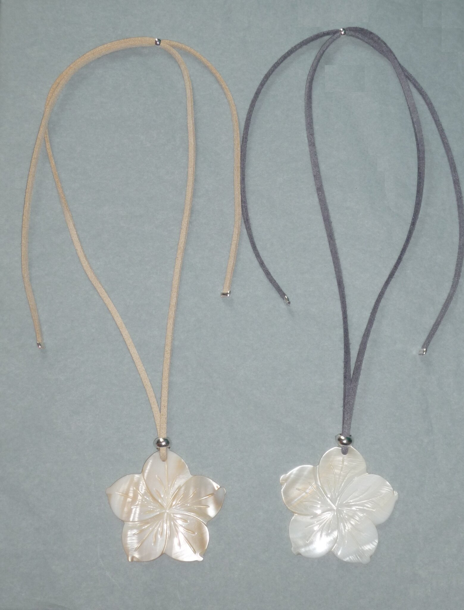 Collier Sautoir Nacre / Mother of Pearl Necklace